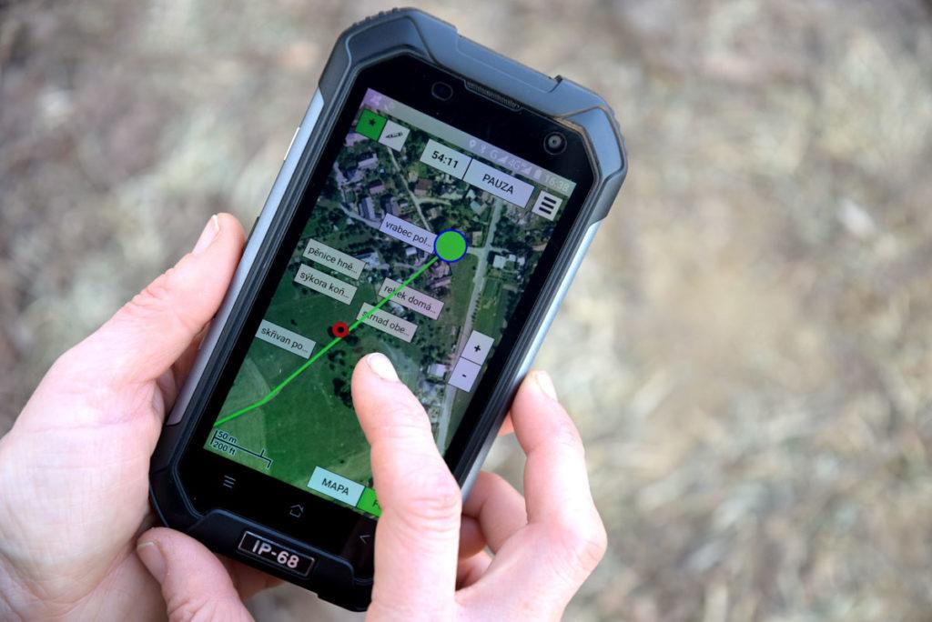 Liniové sčítání druhů - použití mobilního telefonu s aplikací v terénu.