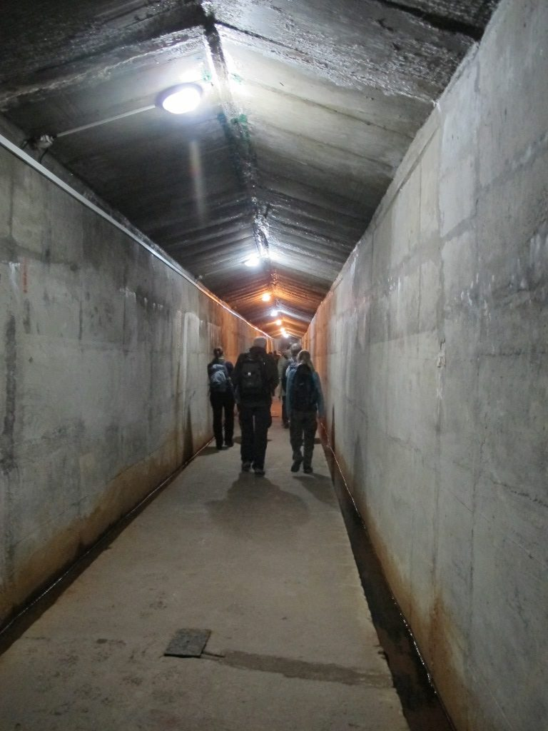 účastníci exkurze ČSO v injekční štole vodní nádrže Rozkoš