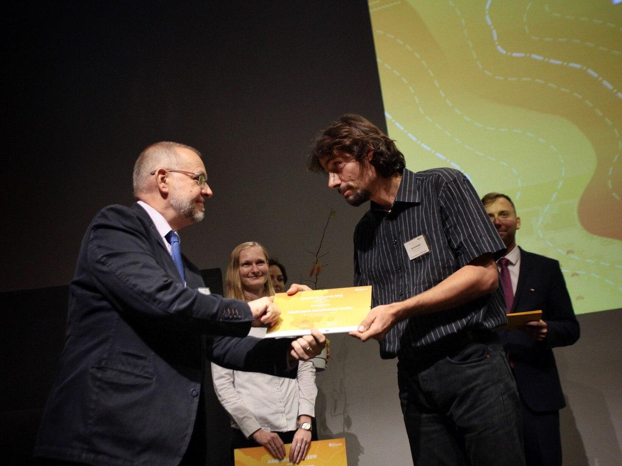 Břeněk přebírá cenu Adapterra Awards za JL