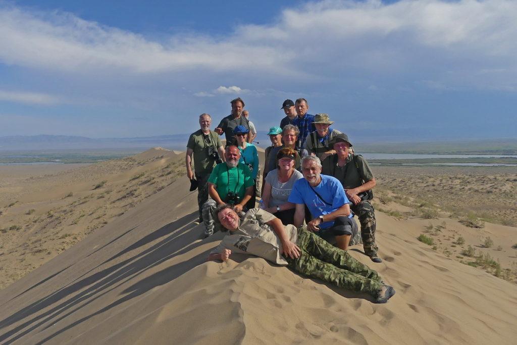 skupinka lidí na Zpívající duně